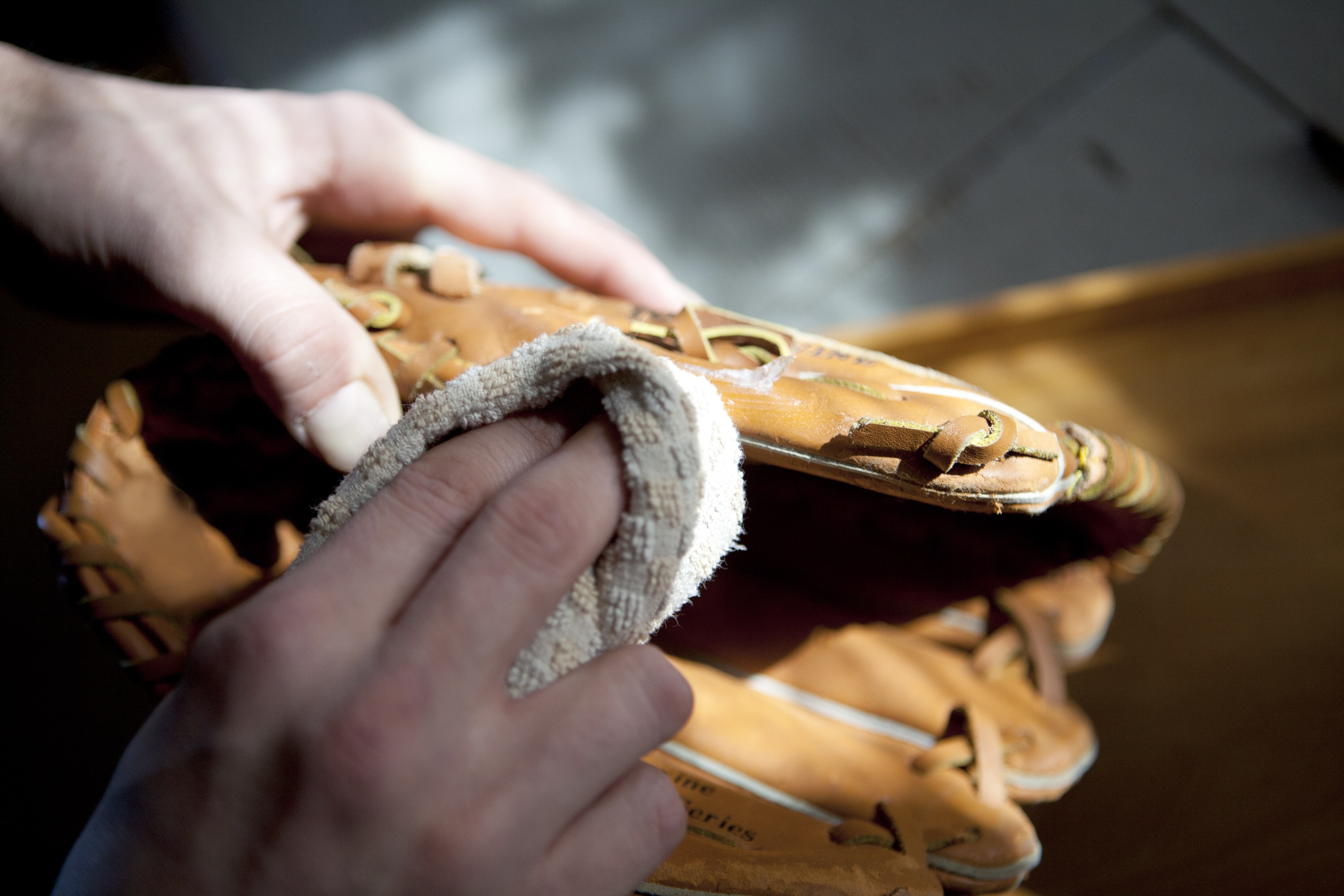 www.jnyintheclassroom.org - OILING STEPS FOR A NEW BASEBALL GLOVE 2